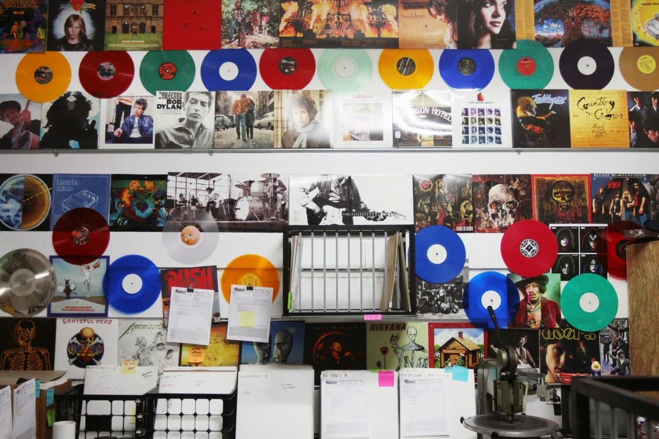 Vinyl-Liebhaber haben keine kleinen Regale zu Hause!