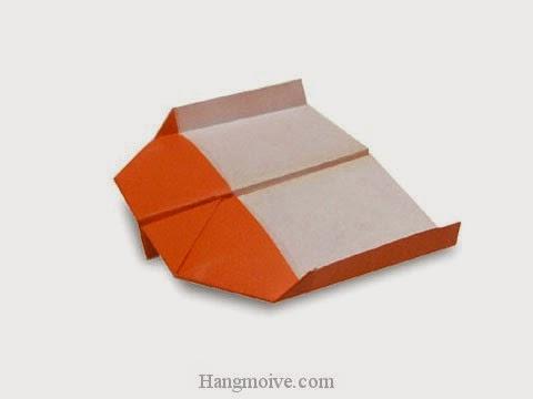 Ở đây mình sử dụng tờ giấy hình chữ nhật để cho thân máy bay dài hơn và bay xa, lâu hơn.