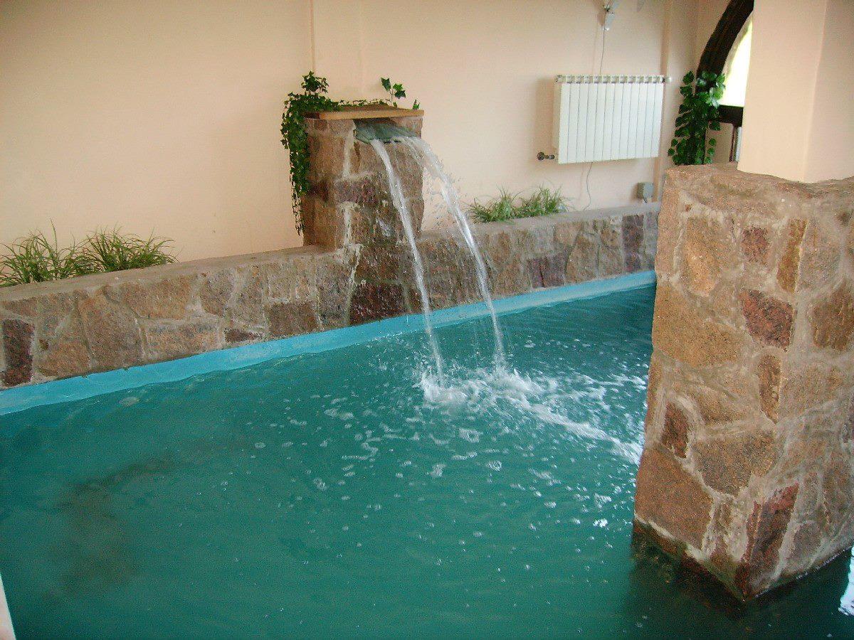 Hidrorumipal piscinas piscina hotel bremen for Piletas con cascadas