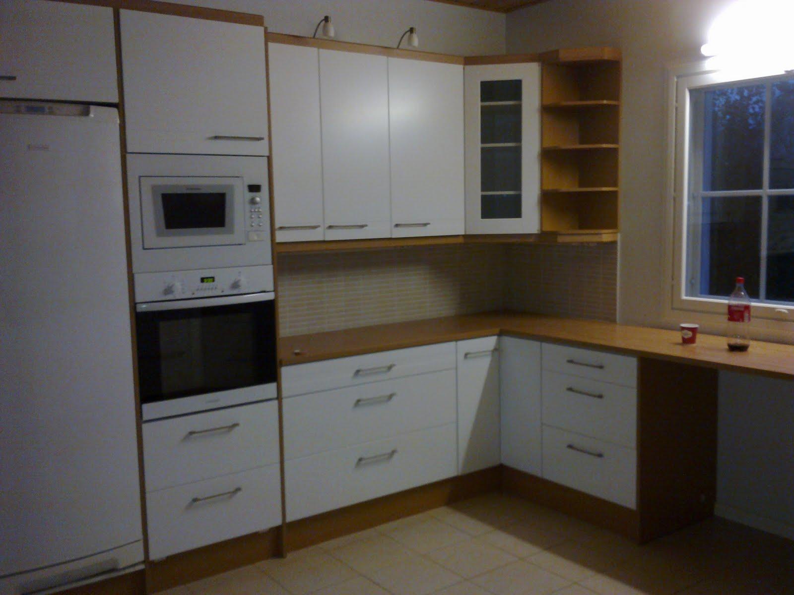 Puolivalmis keittiö  Taloja ja Toiveita