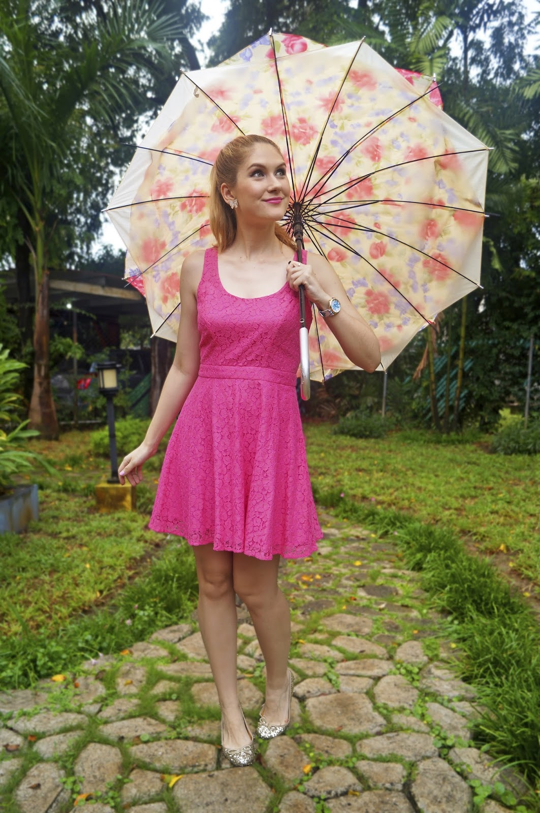 Cute outfit for a Rainy day! Click through for more outfit ideas.