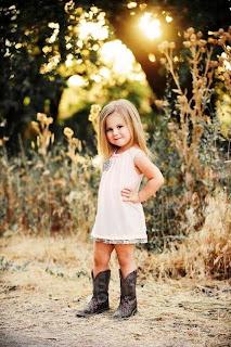 Gambar bayi cantik lucu dengan gaya terbaik