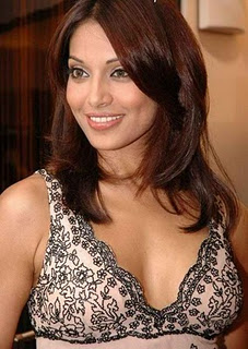 Bipasha Basu hot in bakini pics and wallpapers