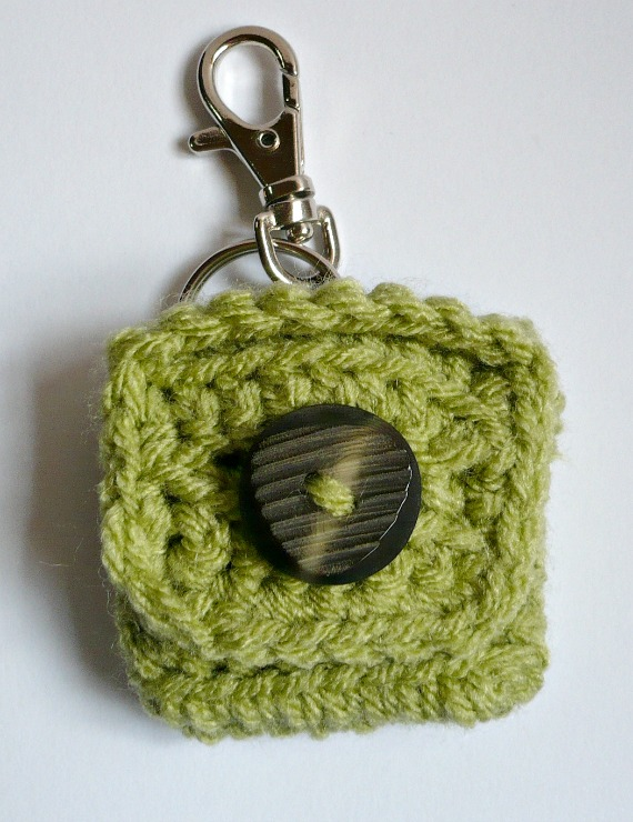 Crochet Patterns Key : ... FREE CROCHET PATTERN - Small Square Coin Purse with key ring and clasp