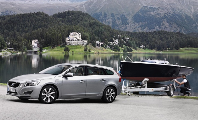 Volvo V60 hybrid towing a boat