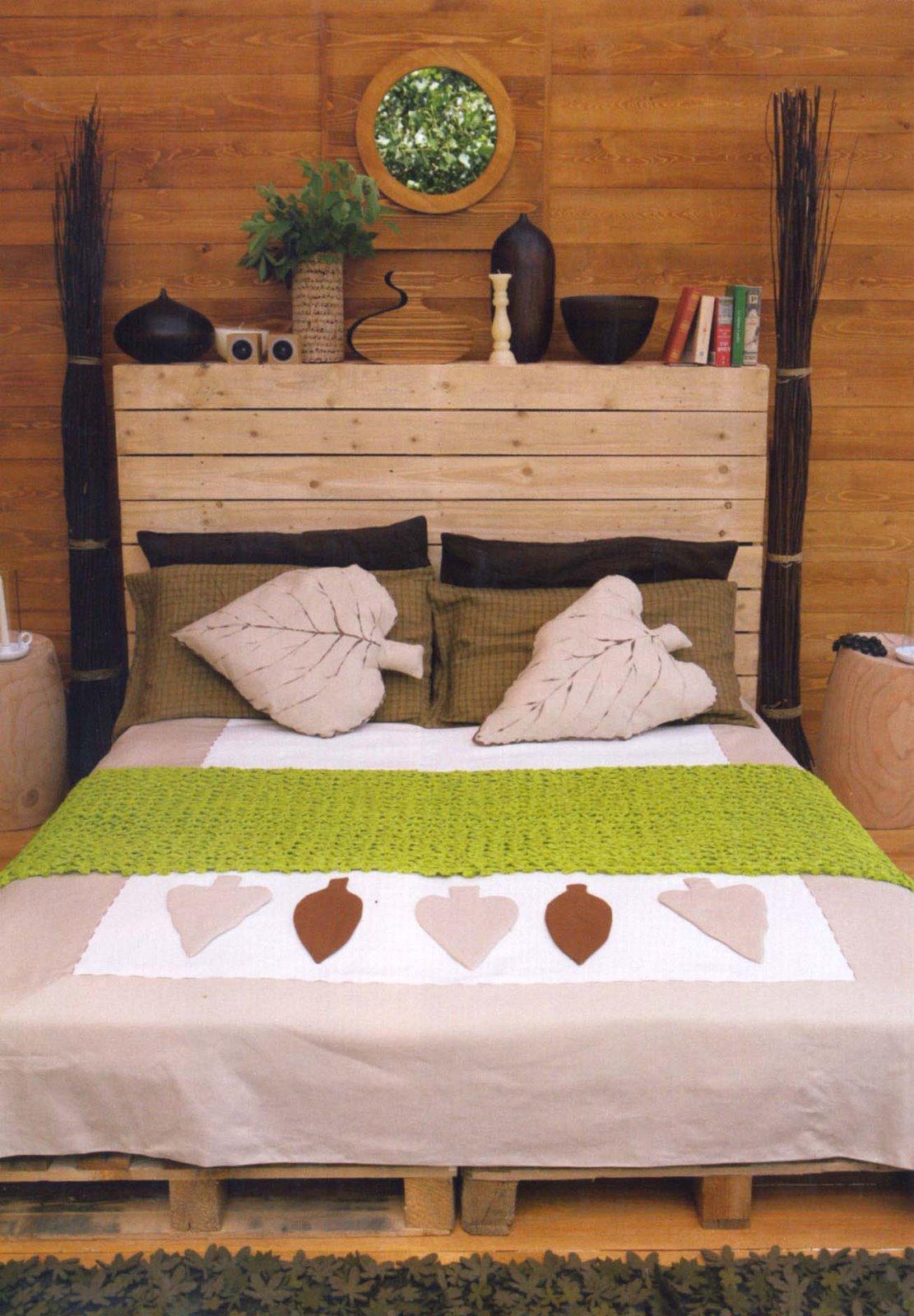 pra encerrar uma cama de casal feita inteiramente de paletes. Tanto  #989C2F 1111x1600
