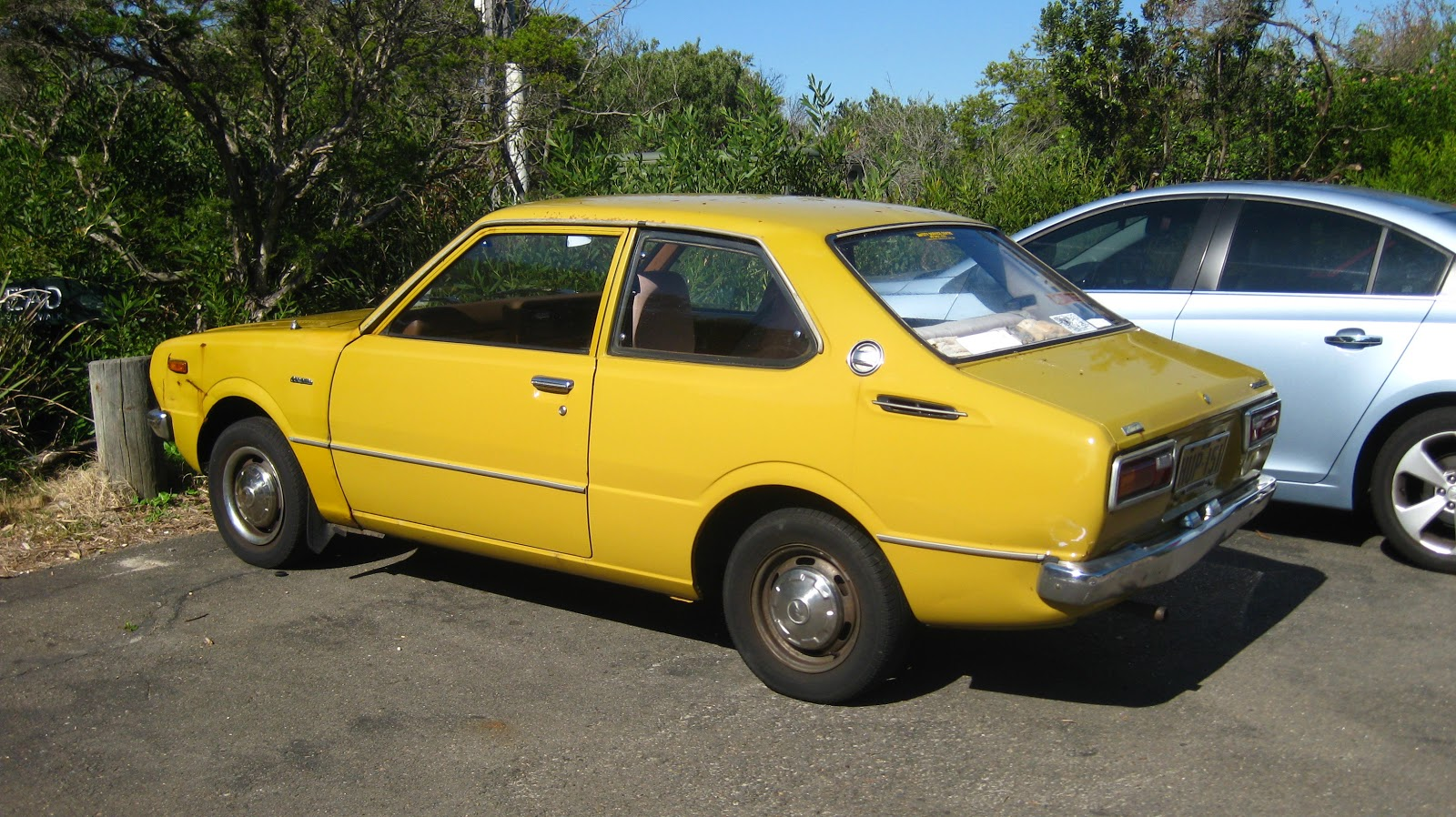 aussie old parked cars 1976 toyota corolla 2 door sedan. Black Bedroom Furniture Sets. Home Design Ideas