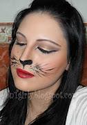 . con un tono rojo y he creado sombras en los labios con el mismo .