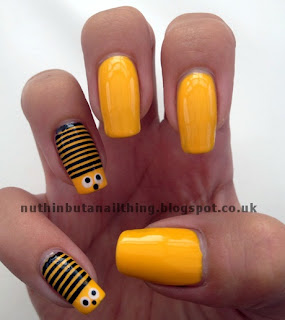 bee nails nail art
