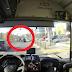 Ενα Ι.Χ. είχε «μείνει» στην Μαραθώνος αλλά όταν πέρασε ένας οδηγός λεωφορείου... [video]
