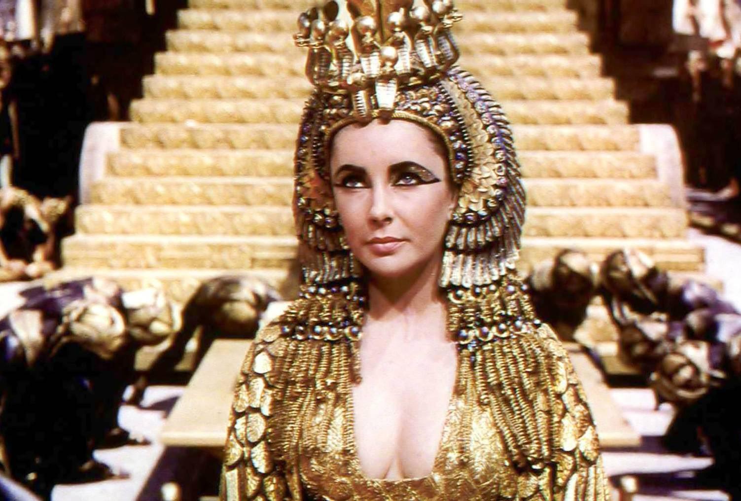 http://3.bp.blogspot.com/-mgTSi7eKwCA/T4_WSdekSTI/AAAAAAAAALQ/3X_SG6UGZUA/s1600/Cleopatra-1963-elizabeth-taylor-16282231-1503-1016.jpg