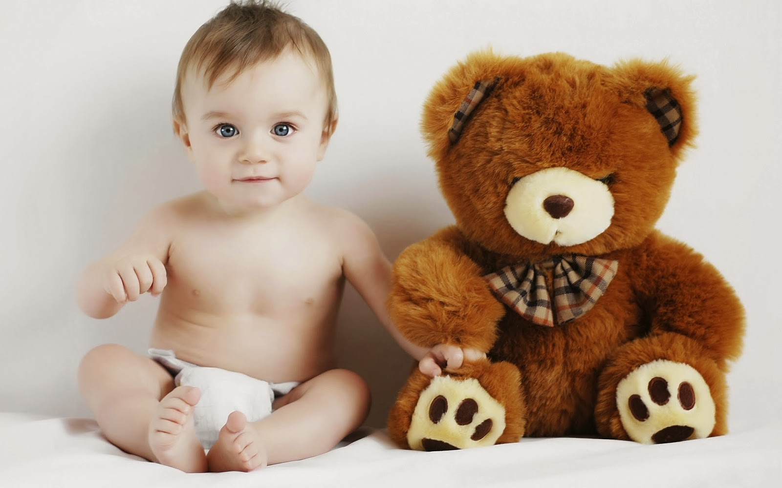 baby-with-toy-teddy-bear-photo-hd.jpg