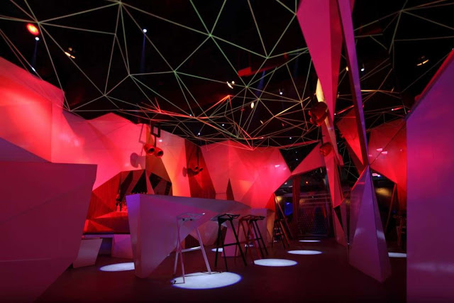 06-11-11-CLUB por Uras-X-Dilekci-Architects