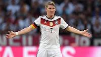 Premier League - Paper Round: United to sign Bastian Schweinsteiger