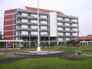Institut Teknologi Sepuluh Nopember=Perguruan terbaik dan terkenal di Indonesia