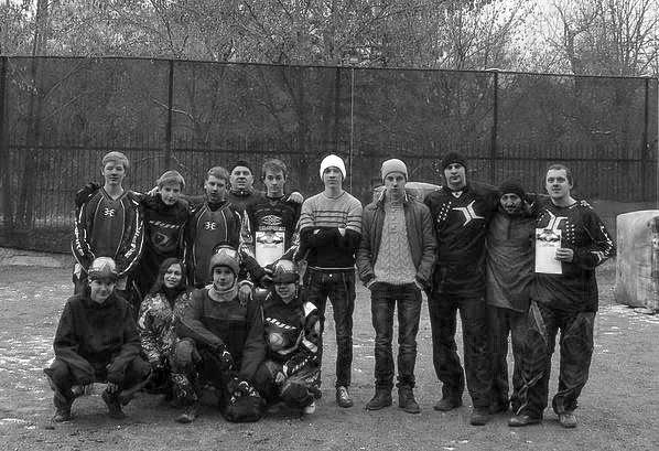 Участники турнира по пейнтболу 08.12.2013.