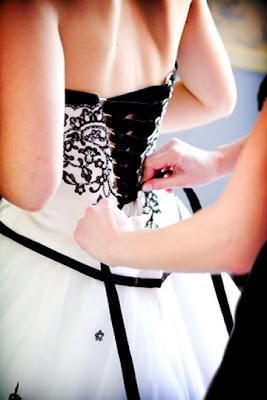 Vestido de noiva com corpete em preto