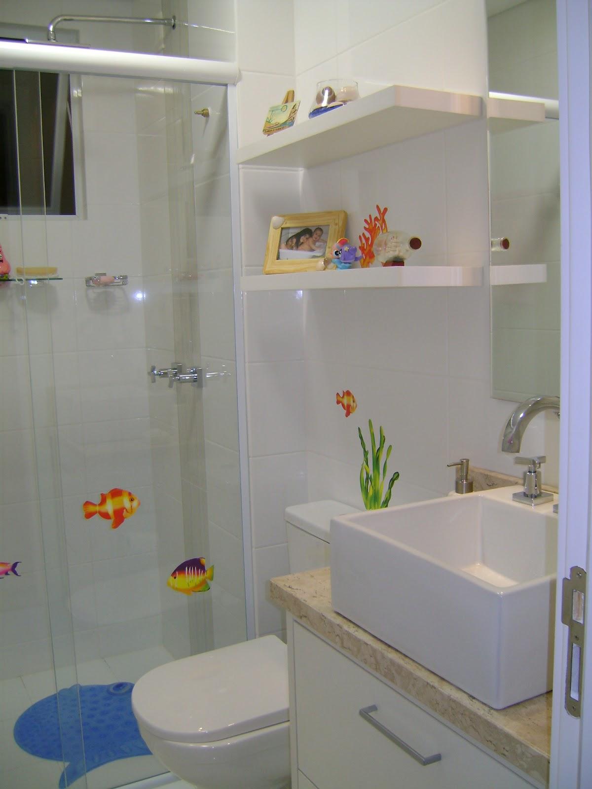 Banheiro dela prateleiras para os produtos mais usados ramo de #314E7D 1200 1600