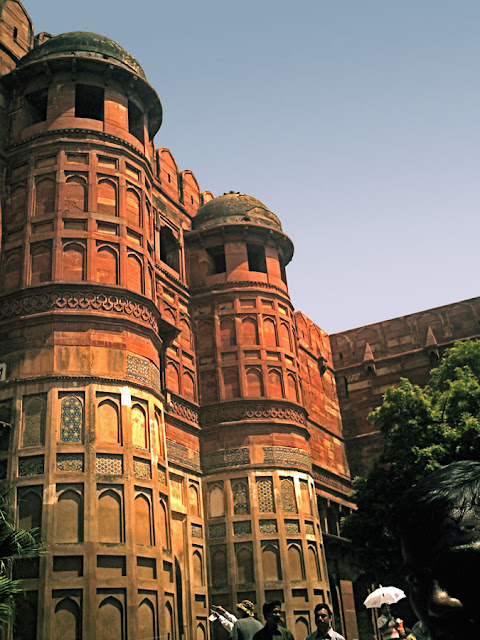 agra red fort exterior