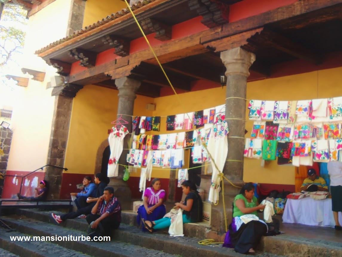 Artesanas Textiles en la Huatapera de Uruapan