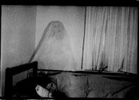 http://3.bp.blogspot.com/-mhhgPuxhvSo/TgWlJug8XuI/AAAAAAAAAFk/IBrfZoalbgQ/s200/ghost-in-bed.jpg