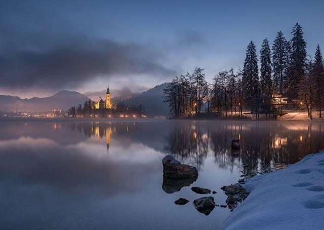 lago bled al amanecer
