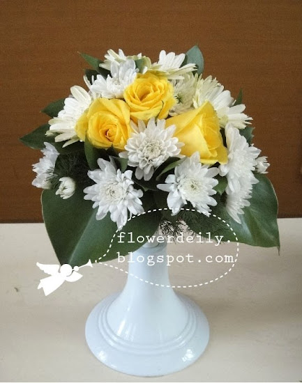 roundshaped wedding bouquet but this time in white yellow theme