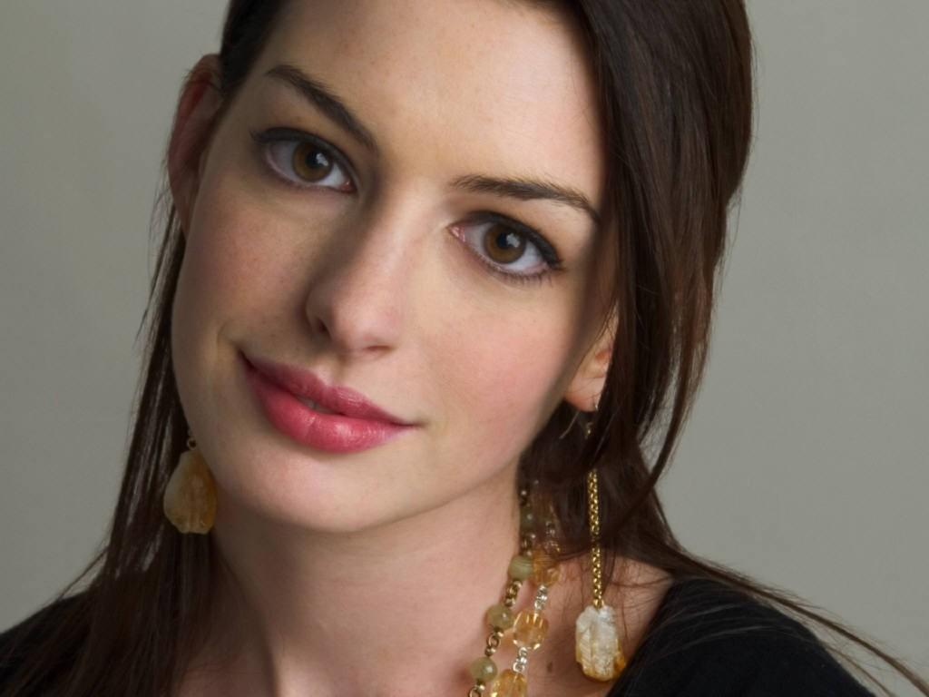 Cleavage anne hathaway