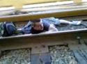 Tonto bajo el tren