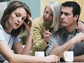 كيف تتعاملين مع الزوج المرتبط والمتعلق بأمه - الحماة - mother in law