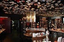 pred mrakom se zatečem v knjigarno │ literarni večer │ je kakor darilo