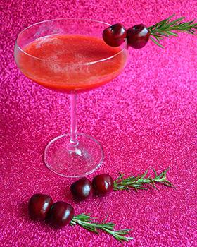 Frozen drink de morango e cereja com limão siciliano