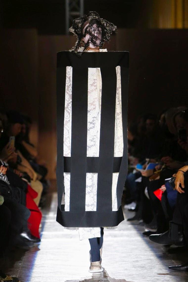 Comme des Garçons, Comme des Garçons AW15, Comme des Garçons FW15, Comme des Garçons Fall Winter 2015, Comme des Garçons Autumn Winter 2015, Comme des Garçons fall, Comme des Garçons fall 2015, du dessin aux podiums, dudessinauxpodiums, Rei Kawakubo, vintage look, dress to impress, dress for less, boho, unique vintage, alloy clothing, venus clothing, la moda, spring trends, tendance, tendance de mode, blog de mode, fashion blog, blog mode, mode paris, paris mode, fashion news, designer, fashion designer, moda in pelle, ross dress for less, fashion magazines, fashion blogs, mode a toi, revista de moda, vintage, vintage definition, vintage retro, top fashion, suits online, blog de moda, blog moda, ropa, asos dresses, blogs de moda, dresses, tunique femme, vetements femmes, fashion tops, womens fashions, vetement tendance, fashion dresses, ladies clothes, robes de soiree, robe bustier, robe sexy, sexy dress