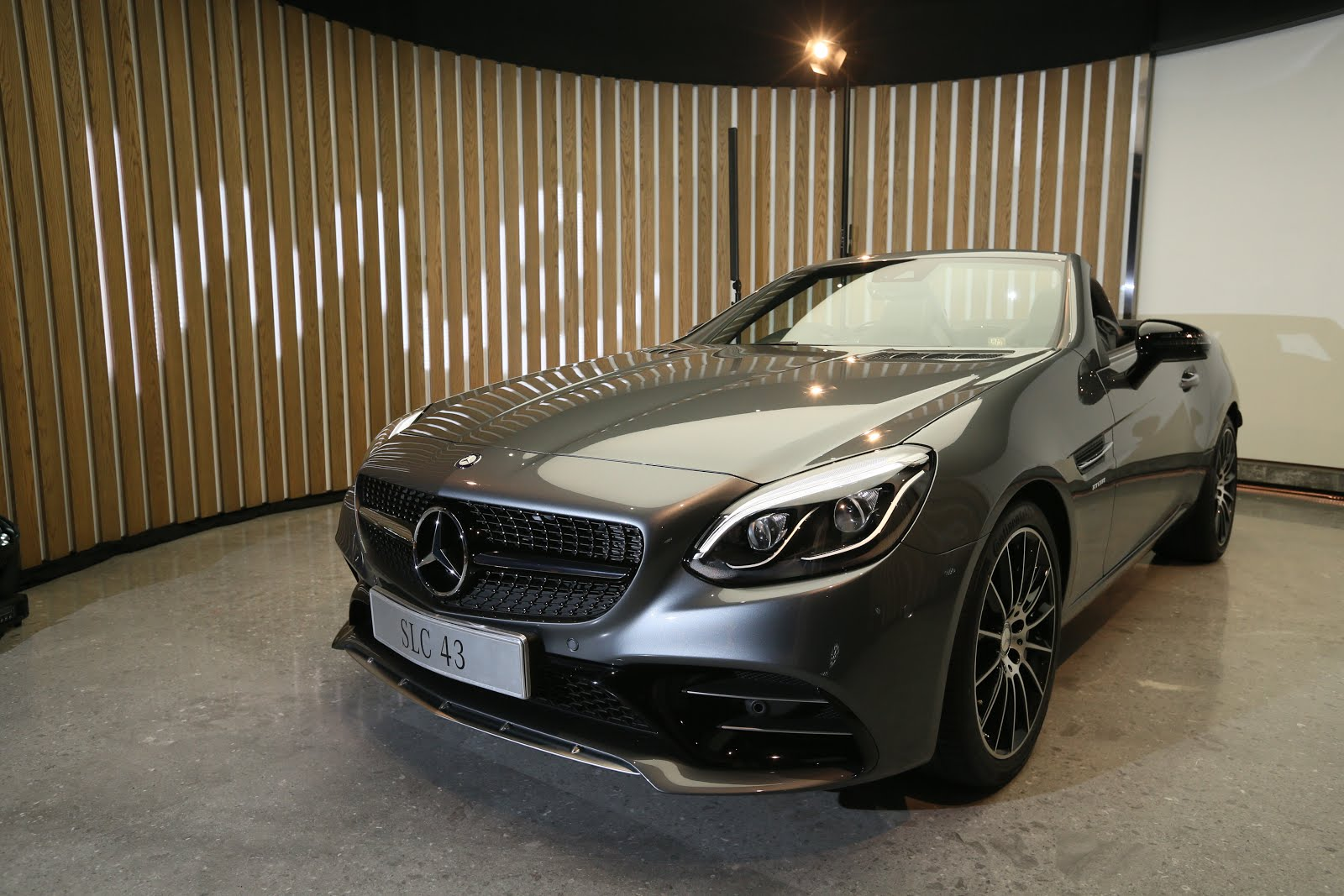 Mercedes benz relaunched renamed compact roadster slc for Compact mercedes benz