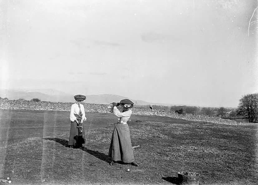 Damas jugando al golf 1907