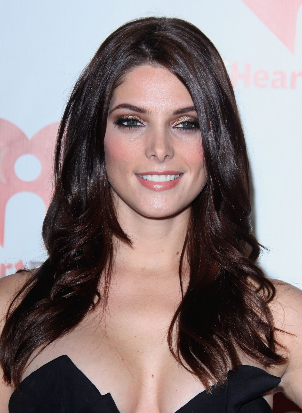 http://3.bp.blogspot.com/-mjJVDs5jOnU/Tn-G3cqy38I/AAAAAAAAHLA/FxRpXhYZsyw/s1600/Ashley-Greene-iradio-2011-02.jpg