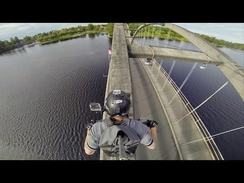 """(Video) Rrëqethëse: Duke ngarë motorin mbi """"tehun"""" e urës Epike"""