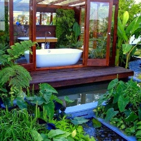 Photo credit: http://www.buzzfeed.com/sarahs28/outdoor-bathroomsindoor-gardens-1yzj