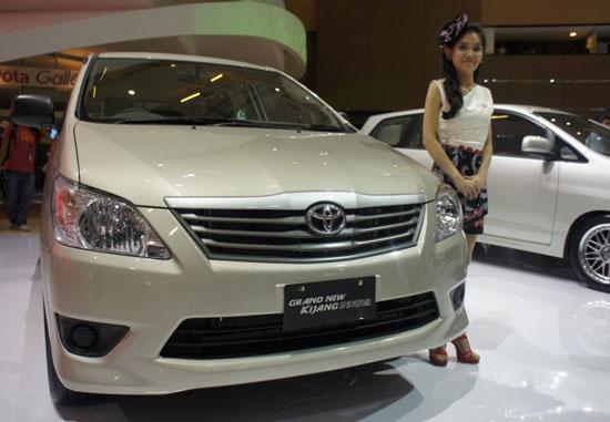 http://3.bp.blogspot.com/-mjYBQcqvtGM/TizTl2piQ1I/AAAAAAAAD6Y/g1YAw1Q9pM4/s1600/Toyota_Innova_2012_2.jpg