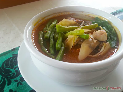 Mango Tours - The Aristocrat Restaurant: Kare-Kare