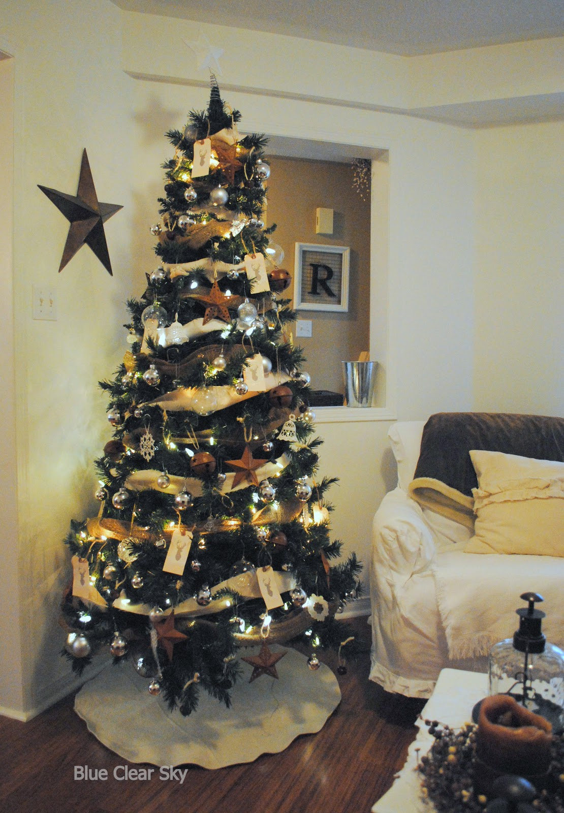 2012+12+Christmas+living+room+tree+b. title=