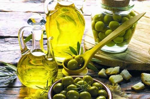 وصفة  زيت الزيتون الطبيعي للشعر المتساقط