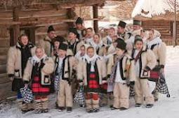 112 tipuri de costume populare din Romania