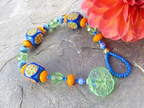 Button closure bracelet