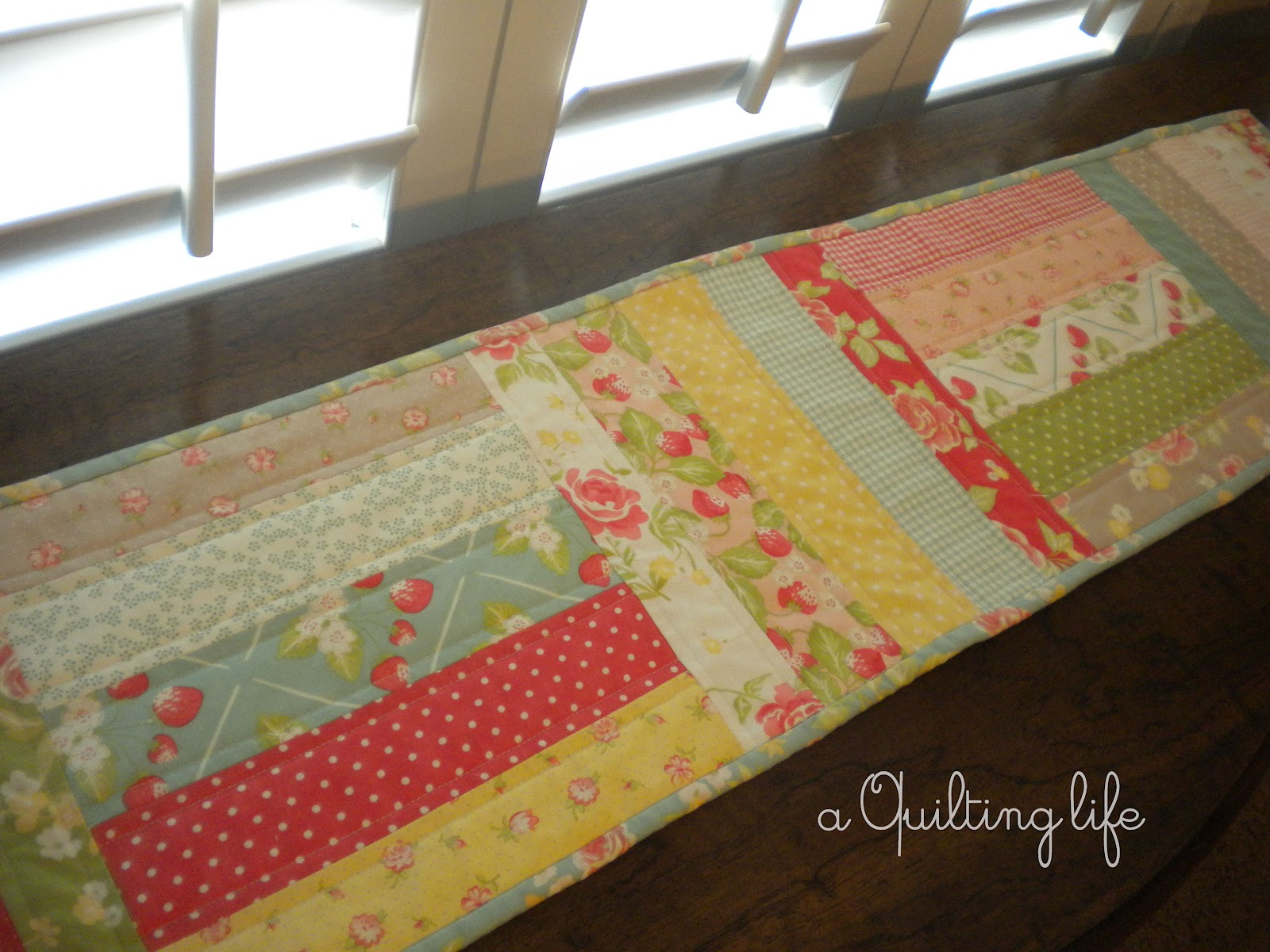 How to sew a table runner - I D Had This Idea In Mind For Some Time Mostly Because I Had Quite A Few Scraps I Wanted To Use Up For A Summer Table Runner This Runner Pattern Is