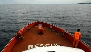 pencarian dengan kapal Basarnas dan kapal nelayan terus di intensifkan
