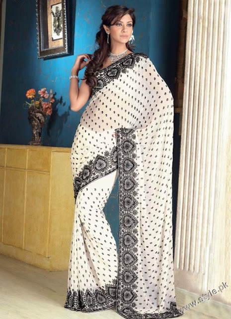Lovely-White-Saree-for-Pakistani-Girls