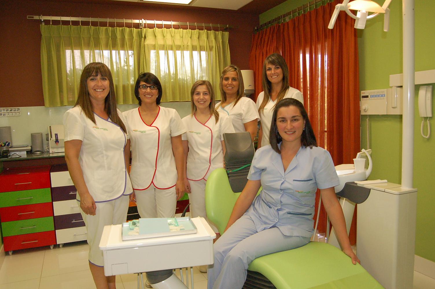 El rinc n emprendedor de el salvador clinica dental mares for Clinica dental el escorial