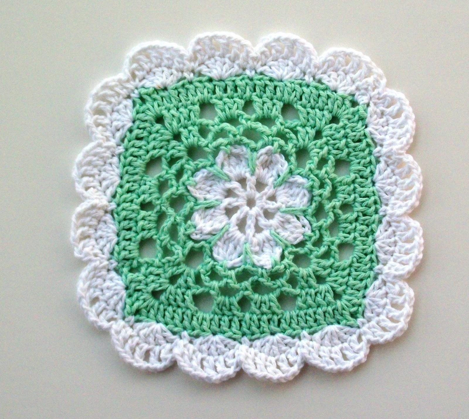 Crochet For Free: Pretty Scallops Dishcloth