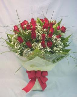 Bunga-sebagai-hadiah-romantis